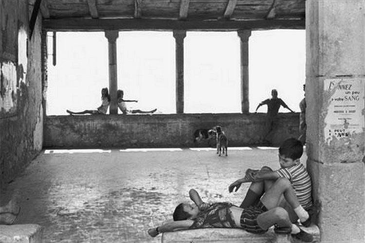 Henri Cartier-Bresson - Simiane-la-Rotonde
